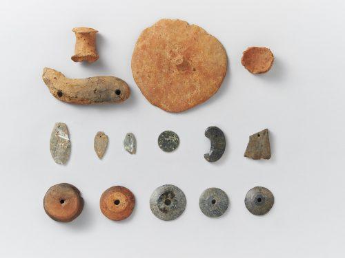 土製・石製模造品と紡錘車